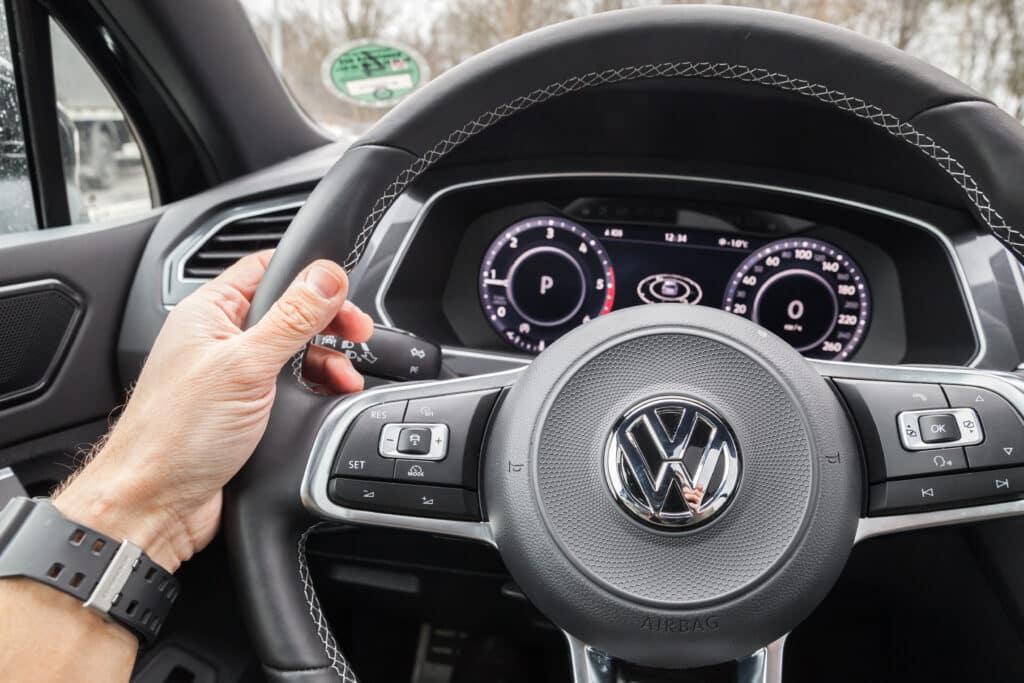 Volkswagen Tiguan 2017 steering wheel